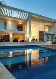 Resultado de imagem para casas com portas de vidro temperado