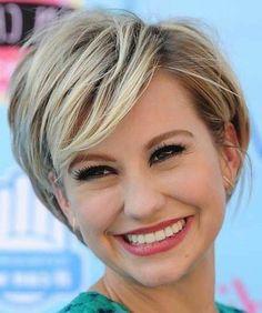 kurzes haar blond glatt