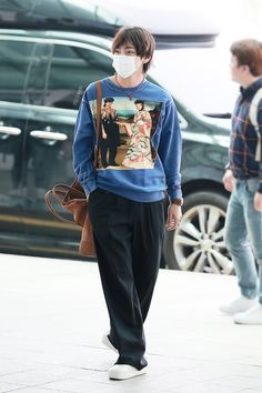 Find images and videos about bts, jungkook and v on We Heart It - the app to get lost in what you love. Bts Airport, Airport Style, Kpop Fashion, Korean Fashion, Airport Fashion, Powerpuff Girls, Block B, Moda Kpop, Kpop Mode