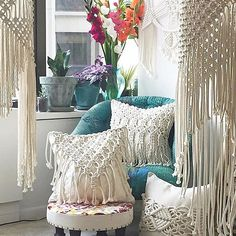 Here's some Monday afternoon living room inspiration from @amyzwikelmacrame! Tag your photos with #modernmacrame to share your projects with us!