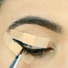 Eyeliner Hack ack - Make Up Eyeliner Hacks, Eyebrow Makeup Tips, Makeup Eye Looks, How To Apply Eyeliner, No Eyeliner Makeup, Makeup Videos, Beauty Makeup, Hair Makeup, Top Eyeliner