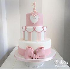 Bolo lindo e com a vela Personalizada de acordo com o tema! 1st Birthday Cake For Girls, Baby Birthday Cakes, Bolo Laura, Baby Girl Cakes, Love Cake, Cute Cakes, Tiered Cakes, Baby Shower Cakes, Beautiful Cakes