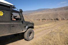 Организаторский LR Defender 110 на высокогорном плато Ассы. Казахстан, экспедиция ВОСТОК 2014
