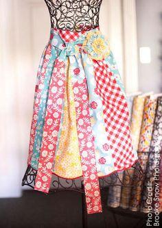 scrap fabric apron, free pattern on Apronicity website