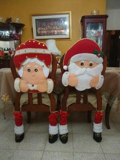 sew this ? Santa Decorations, Diy Christmas Decorations Easy, Christmas Love, Diy Christmas Ornaments, Xmas, Holiday Decor, Christmas Chair Covers, Alternative Christmas Tree, Diy And Crafts
