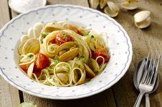 Deze pasta 'vongole' is een klassieker en favoriet van velen. De venusschelpen zijn heerlijk zilt, en zorgen ervoor dat je een heerlijk sausje krijgt.