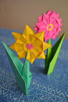 Origami flowers Korttimalleja - www. Gato Origami, Origami And Kirigami, Paper Crafts Origami, Origami And Quilling, Diy Origami, Diy Paper, Origami Tree, Butterfly Crafts, Flower Crafts