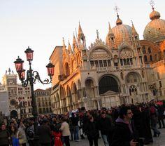 Atardecer sobre Basílica de San Marcos, Venecia - FEB 2011