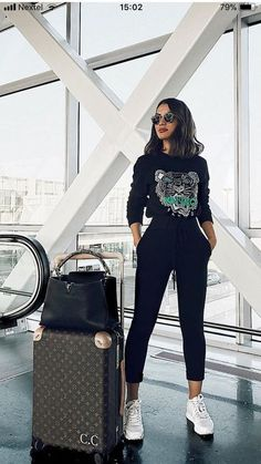 35 Trendy Travel Outfit Ideas for Winter – travel outfit plane long flights Airport Travel Outfits, Airport Style, Winter Travel Outfit, Winter Outfits, London England, Dressing Chic, Plane Outfit, Flight Outfit, Casual Chic Style