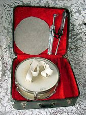Vintage Ludwig 65 Pioneer Snare WMP WHITE MARINE PEARL Case&WPL Stand Signed Drum Cases, Turntable, Music Instruments, Pearls, Vintage, Record Player, Musical Instruments, Beads, Vintage Comics