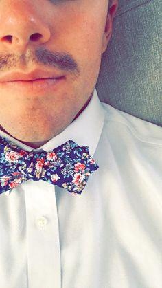 Mens Bowtie. Blue Floral Bowtie. Cotton Bowtie.
