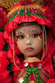Costumed little girl, Jember Fashion Carnival, Jember, East Java, Indonesia.what a beautiful girl. Precious Children, Beautiful Children, Beautiful Babies, We Are The World, People Around The World, Around The Worlds, Beautiful Eyes, Beautiful World, Beautiful People