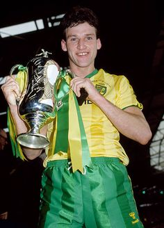 March Milk Cup Final at Wembley, Norwich City 1 v Sunderland Norwich City captain Dave Watson holds the Milk Cup Get premium, high resolution news photos at Getty Images Football Program, Football Kits, Football Cards, Football Players, Norwich City Football, Norwich City Fc, Dave Watson, Laws Of The Game, Association Football