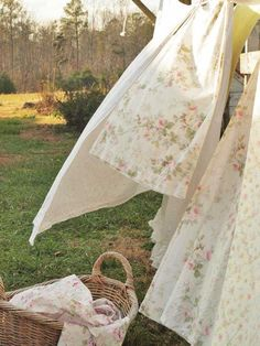 Image about shabby chic in a 🌹Rose cottage by 𝓈𝒶𝓂𝒶𝓃𝓉𝒽𝒶 𝓈𝑒𝓇𝑒𝓃𝒶 ✰ Country Life, Country Living, Country Charm, Cottage Living, Cottage Homes, Country Roads, What A Nice Day, Vie Simple, Simple Living