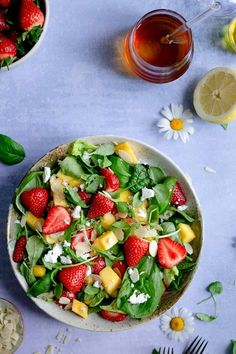 Strawberry and mango salad with ginger vinaigrette #summersalad #healthyrecipe #vegetarian