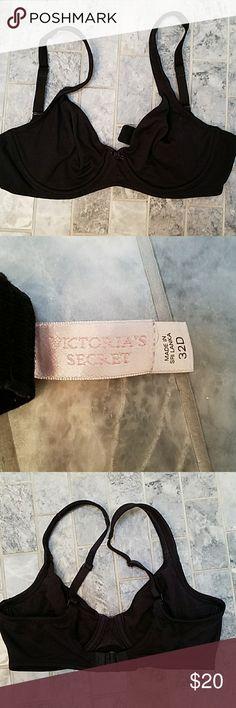 Victoria's Secret black t-shirt underwire bra 32d Victoria's Secret black t-shirt underwire bra 32d. In mint condition worn once. Bundles and offers encouraged to save more. Victoria's Secret Intimates & Sleepwear Bras