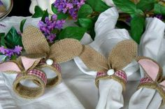 Pour la fête de Pâques, pensez à créer une décorationsympathiqueavec des serviettes. Découvrez comment avec nos modèles de pliage serviette papier facile!