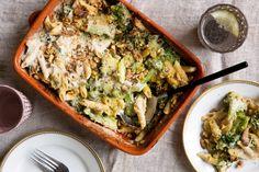 Penne & broccoli-ovenschotel met geitenkaas-walnotenkorstje | Marley Spoon