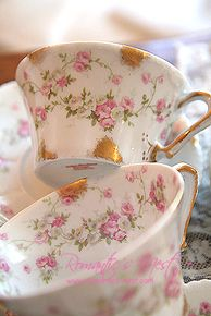 Have your tea from a beautiful fine china cup. Café Chocolate, Vintage Dishes, Vintage Teacups, Vintage China, Cafetiere, Teapots And Cups, China Tea Cups, My Cup Of Tea, Tea Cup Saucer