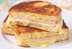 Grilled Ham and Three Cheese Sandwich (Weight Watchers) Weight Watchers Grilled Ham and Three Cheese Sandwich Recipe with Gruyere and Mozzarella Cheese, Cream Cheese, Dijon Mustard, and Rosemary – 7 WW Points Ww Recipes, Skinny Recipes, Light Recipes, Cooking Recipes, Healthy Recipes, Weight Watchers Lunches, Plats Weight Watchers, Weight Watcher Dinners, Grilled Ham And Cheese