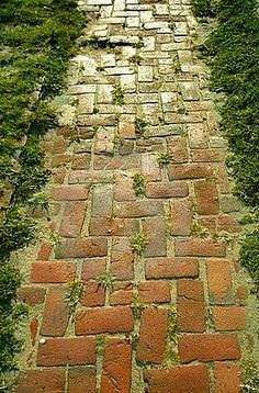 Looks very old and worn Brick path. Looks very old and worn out. Looks very old and worn out.Garden Path Ideas for Autumn neighbor built this complex brick path Brick Pathway, Brick Garden, Garden Paths, Concrete Walkway, Paver Sand, Paver Walkway, Garden Paving, Path Design, Garden Design