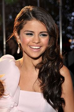 Selena Gomez's Makeup And Hair Would Be Great For A Wedding Or Prom!
