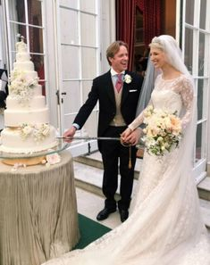 May 2019 - Inside the wedding reception of Lady Gabriella Windsor and Mr. Thomas Kingston at Frogmore House in Windsor: See the cake, the decor and watch the bride's speech here. Royal Brides, Royal Weddings, Royal Wedding Cakes, Royal Wedding Gowns, Intimate Wedding Reception, Bride Speech, Eugenie Of York, The Last Summer, Elisabeth Ii