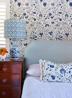 Exploring the Work of Interior Designer Anna Spiro – Blue and White Home Decor, Room, Interior, Shabby Chic Bedroom, Lamp Shades For Sale, Home Decor, Inspiration, Interior Design, Anna Spiro