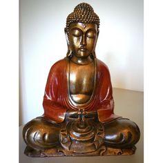 Groot Boeddha beeld gemaakt van polystone. Kleurstelling rood en bruin.