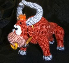 I knit and play … Toys and descriptions by Marina Bor … - Mammals Crochet Cow, Crochet Amigurumi Free Patterns, Crochet Animals, Crochet Dolls, Cow Pattern, Monster Dolls, Stuffed Toys Patterns, Handmade Toys, Crochet Projects