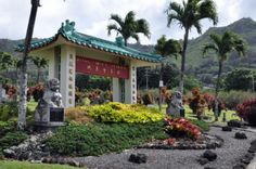 We've chosen our top 30 things to do on the island of Oahu, Hawaii.: Take a Drive to the Manoa Valley