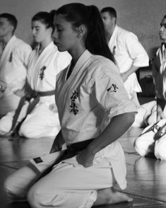 White Crane, Kyokushin, Martial Arts Women, Japanese Sword, Under The Influence, Aikido, Kung Fu, Swords, Couple Photos