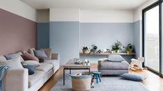 A rózsaszín és a kék szín párosítása a nappaliban