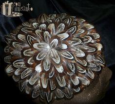 """Brown feather fascinator www.facebook.com/ConEncantoBilbao Pequeño Tocado formado por una base forrada de plumas """"orejera de Faisán"""", una pluma que habla por si sola"""