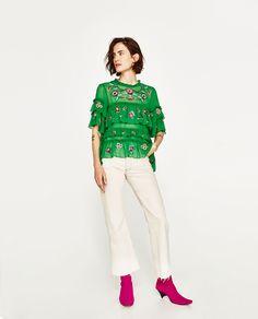 ZARA - FEMME - BLOUSE À VOLANTS ET BRODERIES Zara Outfit, Embroidered Blouse, Ruffle Blouse, Zara Fashion, Womens Fashion, Honeymoon Attire, Zara Mode, Girls Show, Coats For Women