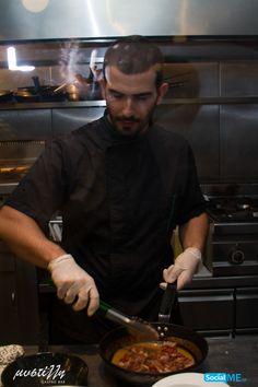 Επειδή οι σεφ μας είναι τελειομανείς, και λάτρεις της λεπτομέρειας, «χτίζουν» κάθε πιάτο, κομμάτι-κομμάτι, ώστε να εξασφαλίσουν το καλύτερο γευστικό, αλλά και αισθητικό, αποτέλεσμα!