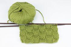 Cómo Tejer Punto Damero a Dos Agujas - Aprende a tejer punto damero a dos agujas con este tutorial paso a paso con fotos y vídeo. Blog Paca La Alpaca Knitted Hats, Stitch, Knitting, Blog, Fashion, Scarfs, How To Sew, Types Of Tissue, Moda