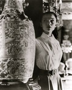 """Audrey Hepburn as 'Princess Ann' sneaking out of the embassy in """"Roman Holiday"""", 1953 Audrey Hepburn Photos, Audrey Hepburn Style, Audrey Hepburn Roman Holiday, Old Movie Stars, Princess Anne, British Actresses, Old Hollywood, Role Models, My Idol"""