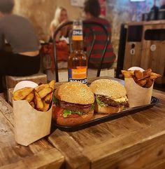 Hank Vegan Burger is the veggie fast food 100% vegetarian restaurant. Eat in or take out, for vegan people, homemade vegan food