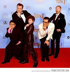 How to properly pose for a red carpet photo…Modern Family cast :)