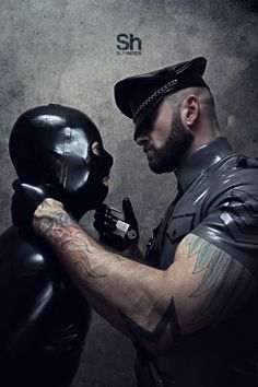 rubberdom2000:  drubtwopointoh:  Sly Hands - Photographyhttp://slyhands.tumblr.com/archive  One of the most perfect pictures I have seen!
