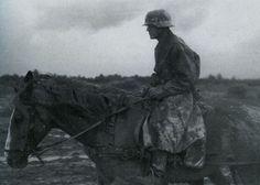 1942, Russie, Volkhov, Cavalier allemand dans le froid et la boue