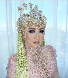 Siger sunda Pengantin Kebaya Ayung Berinda Dress Soft Pink Muslimah Wedding Dress, Muslim Wedding Dresses, Wedding Hijab, Princess Wedding Dresses, Hijab Hipster, Indonesian Wedding, Wedding Beauty, Dream Wedding, Bridal Makeup