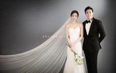 New Wedding Photography Poses Studio Ideas Korean Wedding Photography, Wedding Photography Poses, Wedding Poses, Wedding Shoot, Photography Ideas, Hair Photography, Flash Fotografia, Pre Wedding Photoshoot, Bridal Portraits