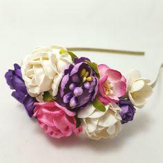 Hårbøjle med blomster i hvid, pink og lilla
