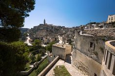 A stroll through Matera is like a stroll through a forgotten past. If you visit this atmospheric, suggestivetown, you'll almost feel like walking into a crib. It's not for nothing that Matera is also called the secondBethlehem and wasthe filming location for movies like Passion of …