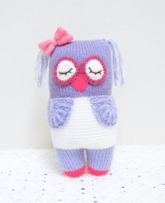 Knit your very own Knot Forgotten Knit Owl, and spread love to a child today! Knot Forgotten toys are donated to displaced children around the world. Knitting Patterns Free, Knit Patterns, Free Knitting, Free Pattern, Knitting Toys, Knitted Owl, Knitted Animals, Crochet Toys, Free Crochet