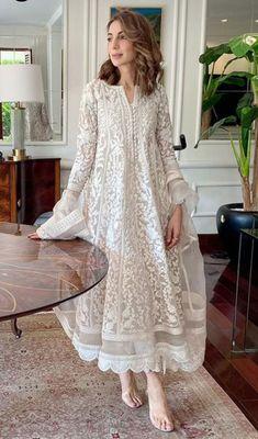 Beautiful Pakistani Dresses, Pakistani Formal Dresses, Pakistani Fashion Party Wear, Pakistani Dress Design, Pakistani Outfits, Dress Indian Style, Indian Fashion Dresses, Indian Designer Outfits, Designer Dresses