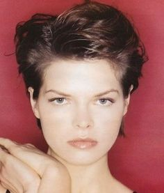 On Oval faces, short haircuts also looks best but on round faces.Here are 25 best examples of short stylish haircuts on those girls who had a round face shape. Low Cut Hairstyles, Popular Short Hairstyles, Asymmetrical Hairstyles, 2015 Hairstyles, Hairstyles For Round Faces, Trendy Hairstyles, Girls Short Haircuts, Stylish Haircuts, Short Hair Styles For Round Faces