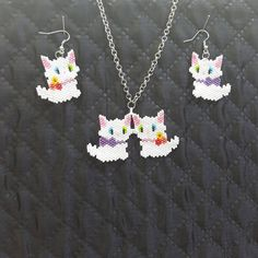 Kedi sevgisinin tarifi yok #kedi #cat #kitty #miyuki #kolye #küpe #hediye #hediyelik #ankara #istanbul #takı #mücevher Tiny Earrings, Beaded Earrings, Beaded Jewelry, Beaded Bracelets, Hama Beads Patterns, Weaving Patterns, Beaded Animals, Pink Quartz, Cat Pattern